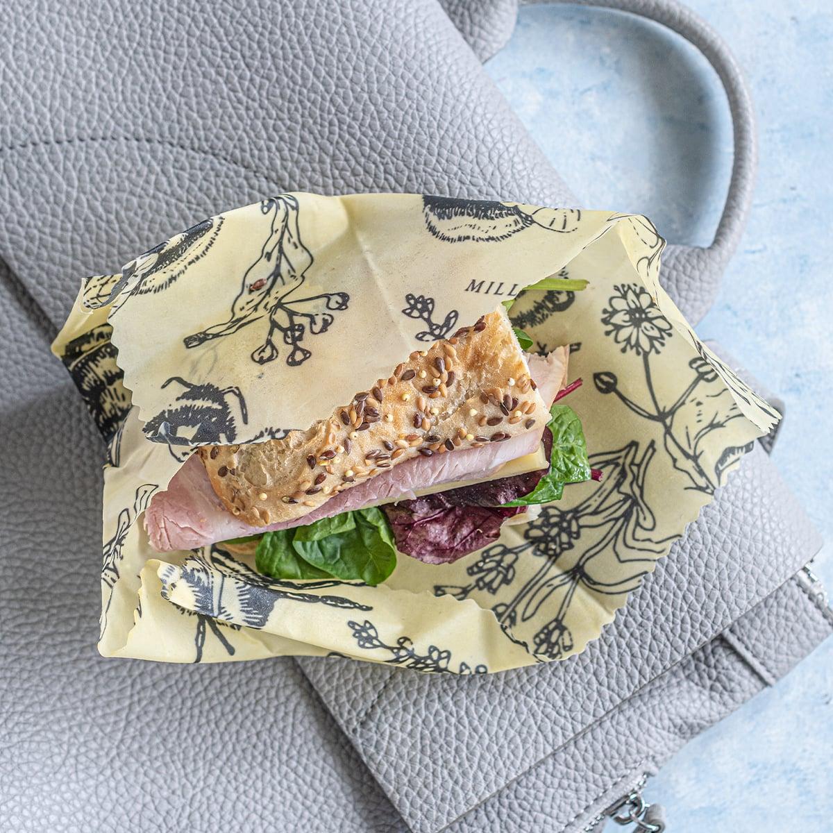 Belegtes Brot in Bienenwachstuch auf Handtasche