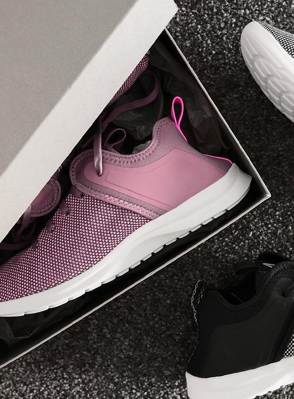 Schuhkarton mit Schuhen