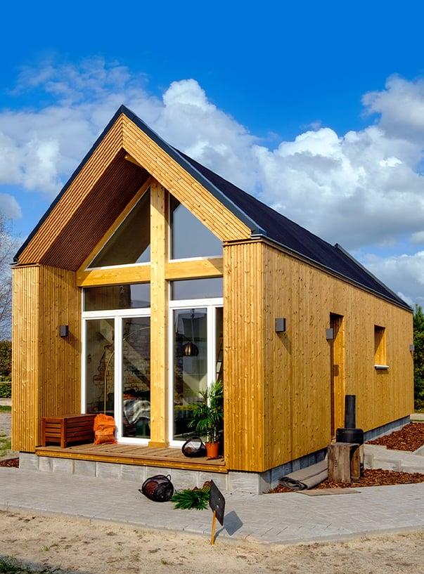 Holzhaus auf Grundstück